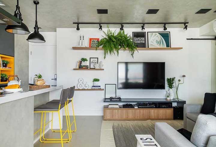 Uma boa iluminação ajuda a valorizar os móveis do ambiente.