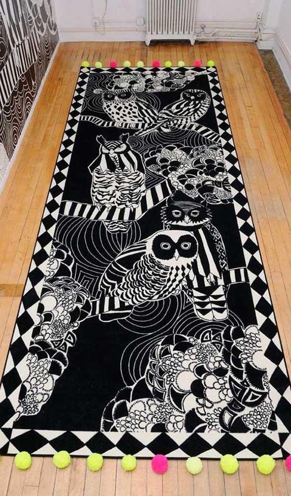 E esse tapete de coruja gigante que toma conta do quarto inteiro.