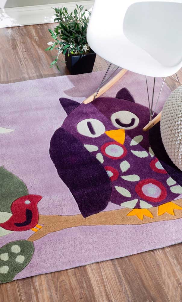 Escolha um estilo de tapete de coruja que combine com a decoração do ambiente.
