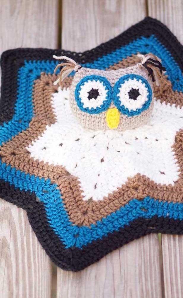 O tapete de crochê coruja é uma peça fantástica para decorar a sua casa.