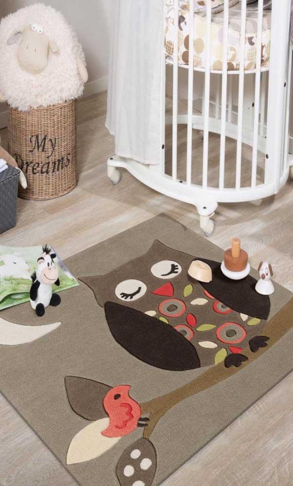 Decore o piso do quarto com um tapete de coruja dorminhoca.