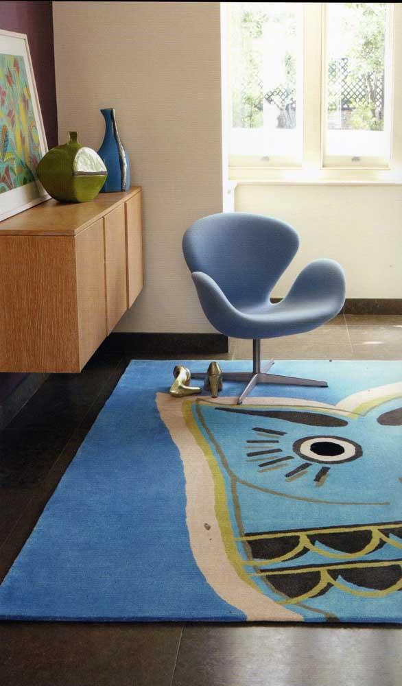 Quem disse que não dá para colocar um tapete de coruja em ambiente mais formais?