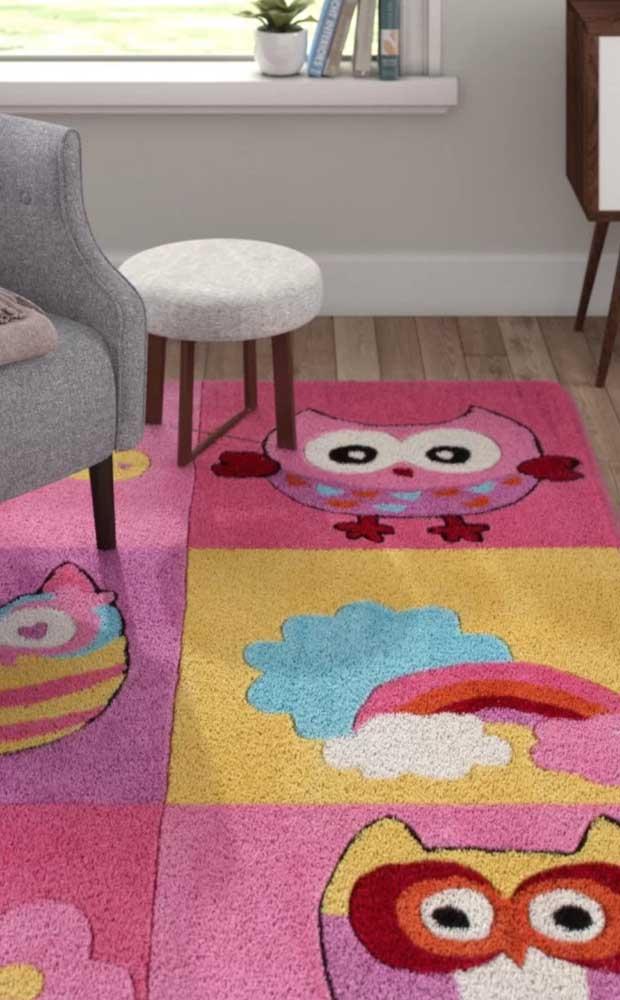 Você pode apostar no tapete de coruja no estilo brincadeira de amarelinha.