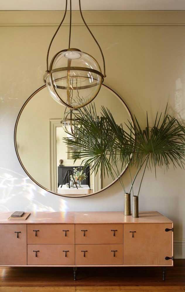 O que acha de colocar um pequeno vaso com palmeiras na decoração da sua sala de estar?
