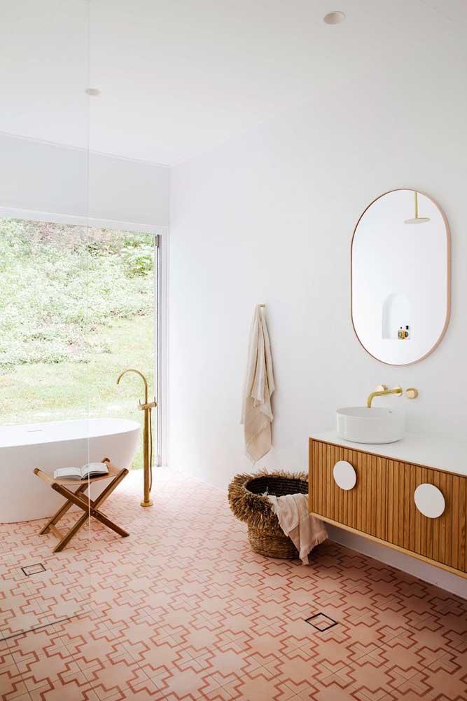 O que acha de usar tons dourados na decoração do banheiro feminino?