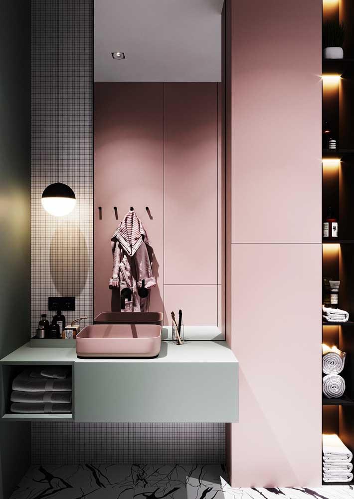 Uma boa iluminação faz toda a diferença na decoração do banheiro feminino.