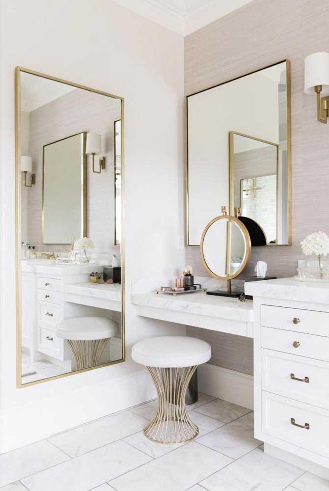 Assim como a escolha do espelho, já que é um item primordial no banheiro feminino.