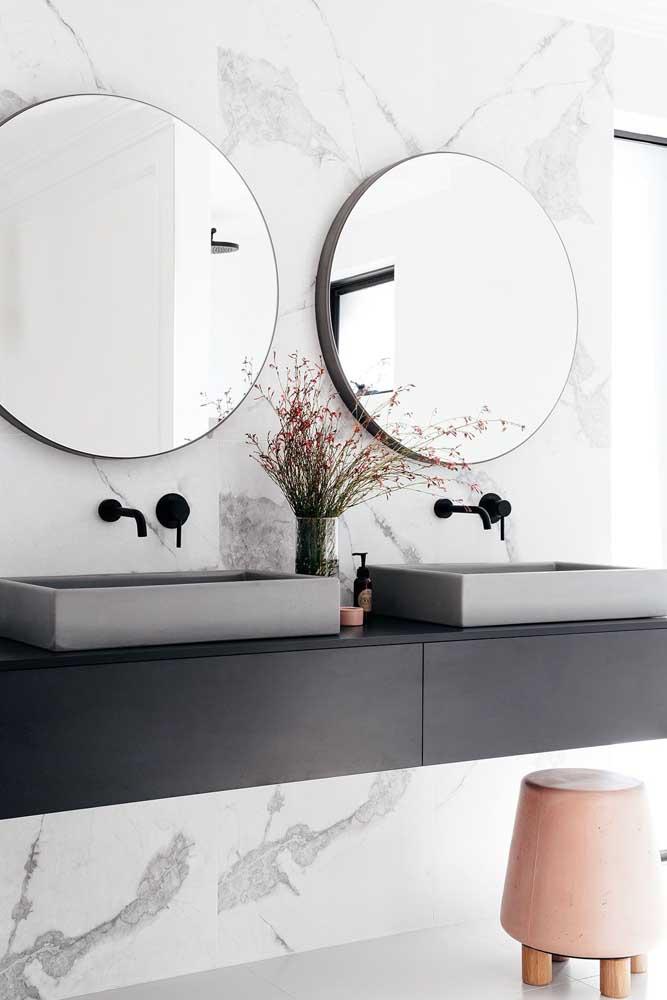 Existem diversos formatos e modelos de espelho e um deles deve atender suas necessidades.
