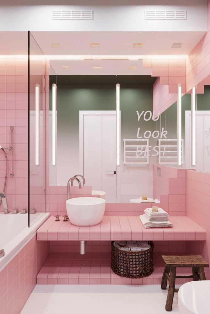 Olha que linda essa decoração do banheiro feminino no tom rosa.
