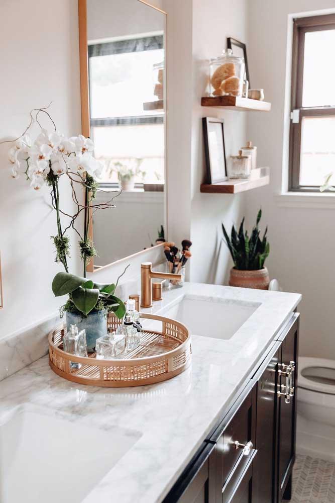 Mantenha todos os itens organizados no banheiro, deixando o espaço prático e funcional.