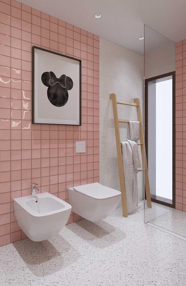 Quem disse que não dá para decorar o banheiro feminino infantil?