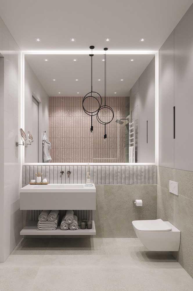 O banheiro claro é perfeito para mulheres que desejam ter um ambiente mais romântico e delicado.