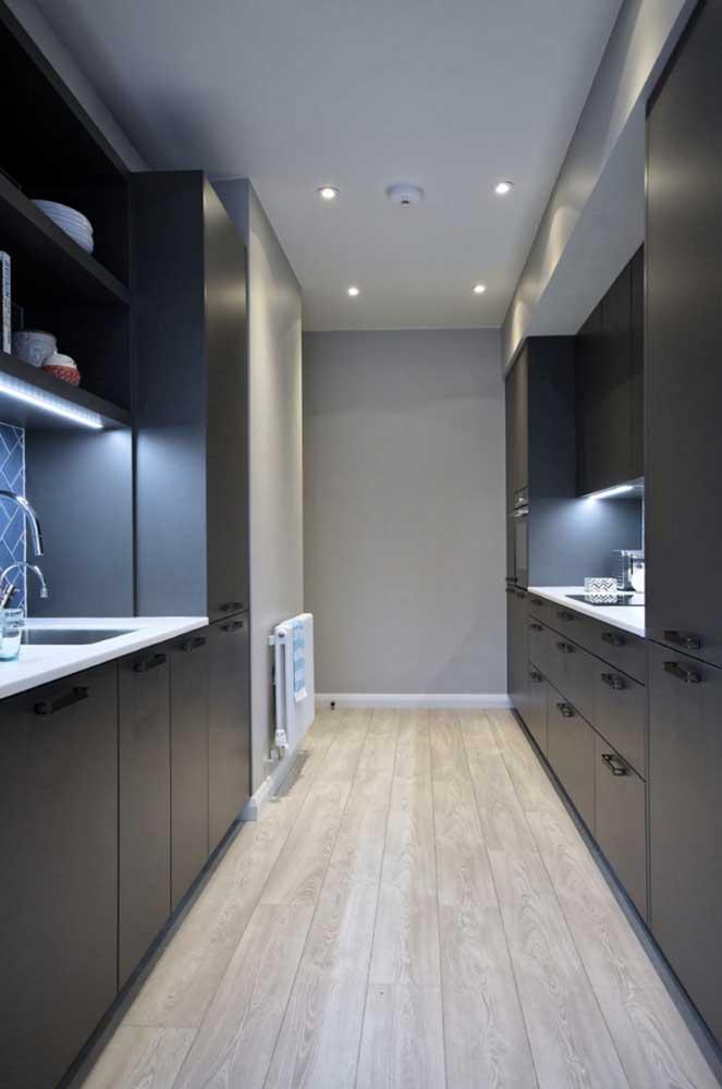 A cozinha cinza é uma das mais escolhidas por ser um tom que transmite praticidade e elegância.