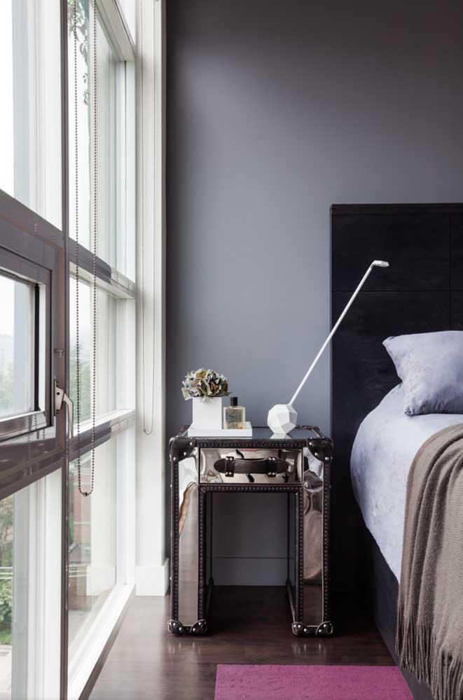 A cor cinza pode combinar perfeitamente com tons mais escuros.