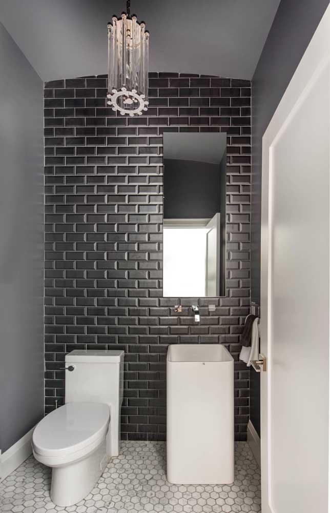 Até o banheiro cinza pode ser uma opção de decoração interessante.