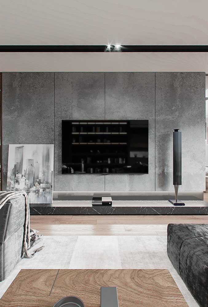 A parede feita de cimento queimado dá um toque especial na decoração.
