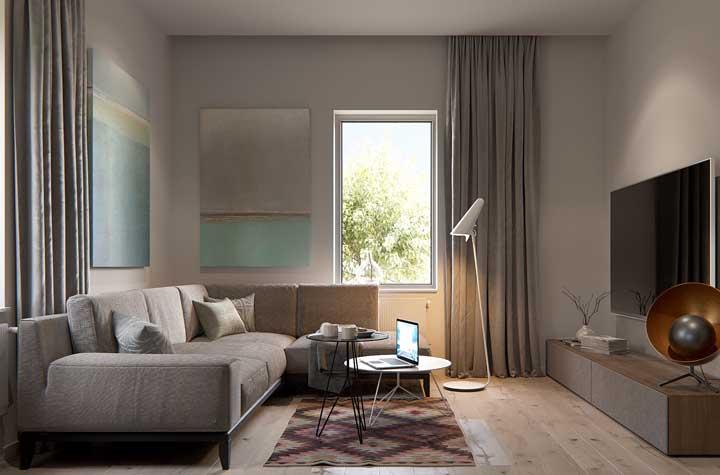 Uma sala ampla, sofisticada e elegante.