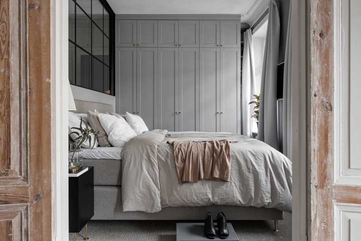 Você pode usar a cor cinza para decorar um quarto feminino.