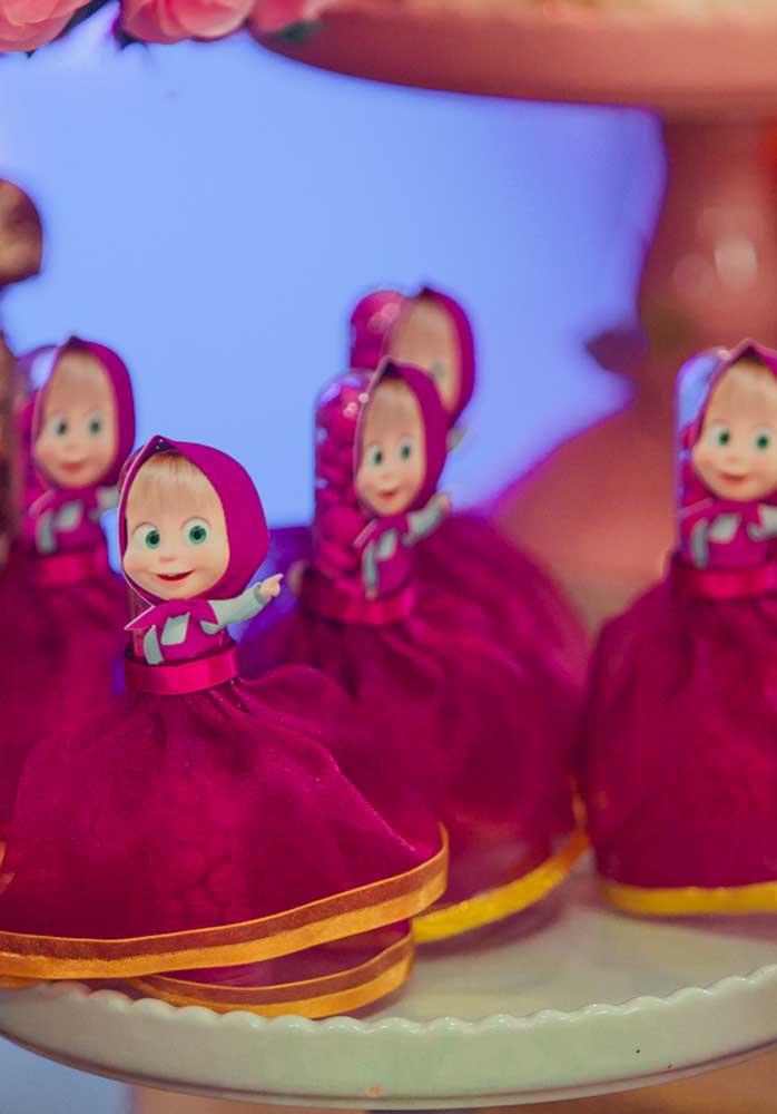 Decore a festa com várias bonecas da Masha no aniversário Masha e o Urso.