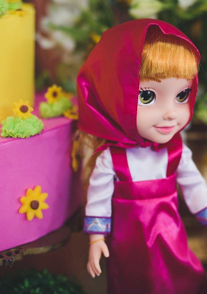 A boneca da Masha não pode faltar na decoração Masha e o Urso.