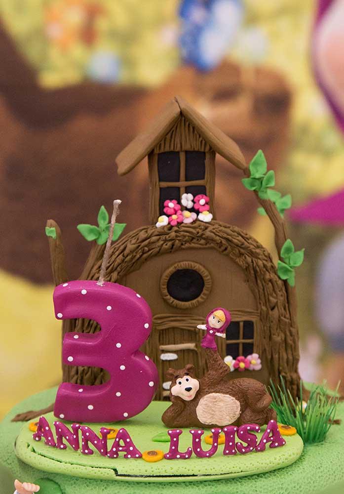Olha que ideia genial para colocar no topo de bolo Masha e o Urso.