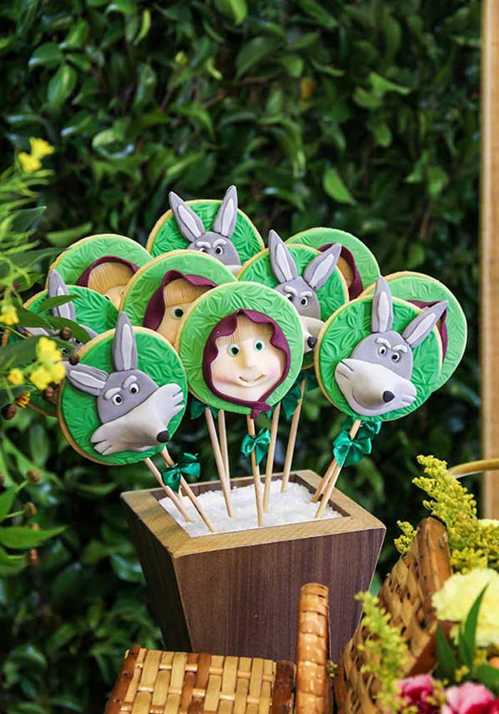 Prepare vários tipos de guloseimas para as crianças, mas não esqueça de personalizá-las.