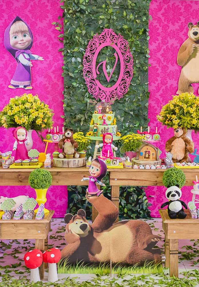 Que tal fazer uma decoração Masha e o Urso bem feminina priorizando a cor rosa como cor primária?