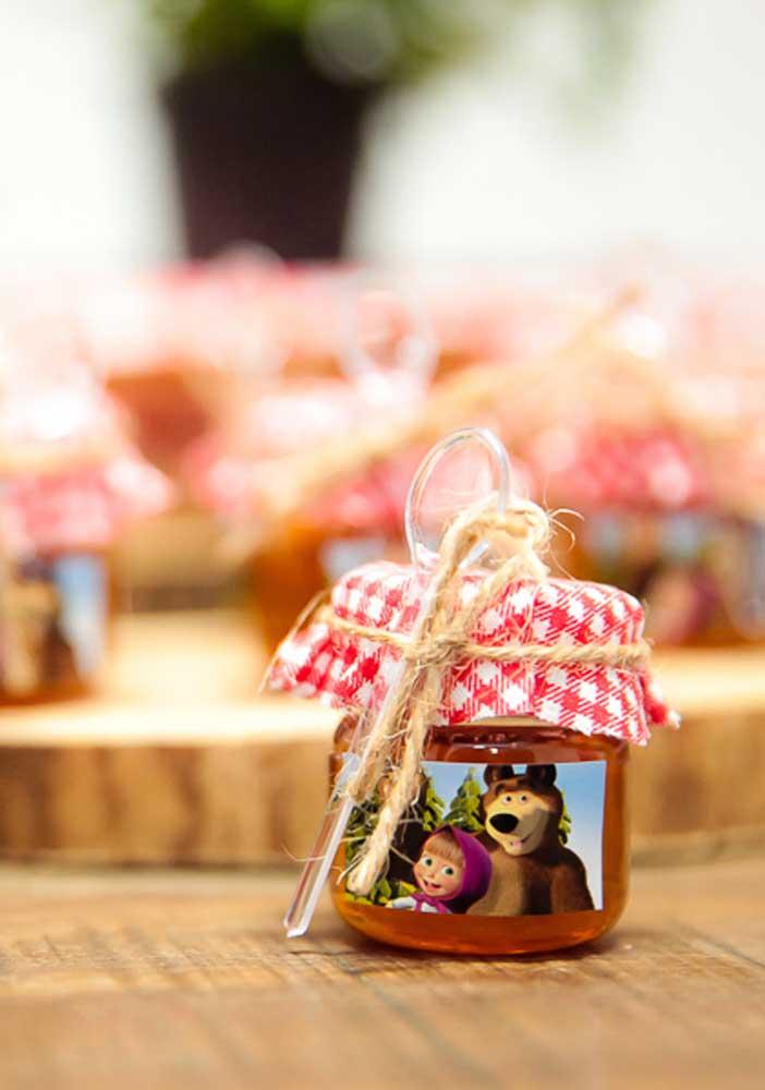 Potinho de doces inspirado no tema Masha e o Urso.