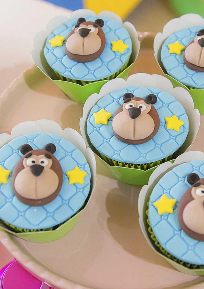 A carinha do Urso estampada no cupcake.