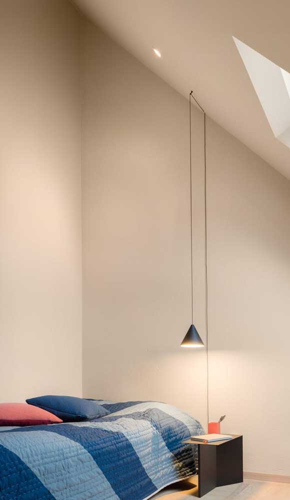 Que tal investir em uma luminária para a sua mesa de estudos?