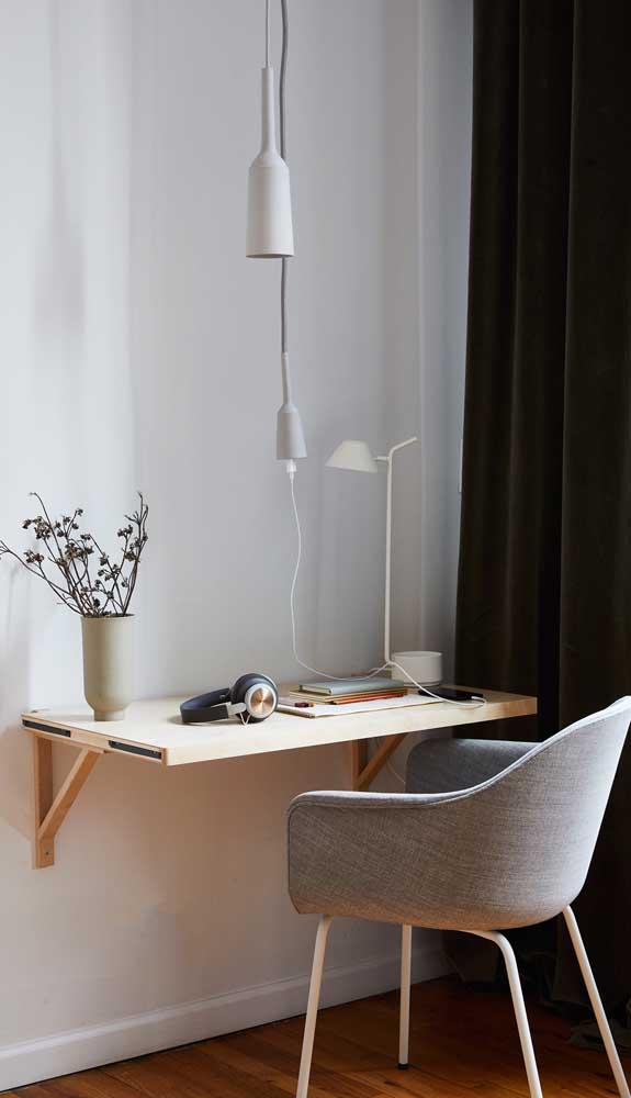 Uma boa luminária é muito importante em uma mesa de estudos ou trabalho.