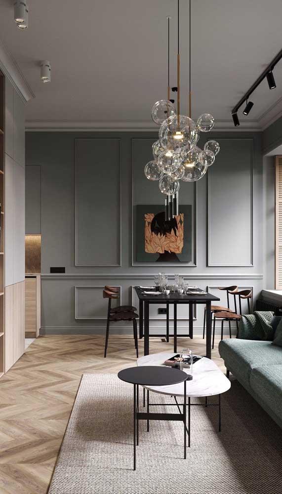 A luminária de teto feita de vidro ou acrílico é perfeita para quem prefere algo mais discreto e elegante.