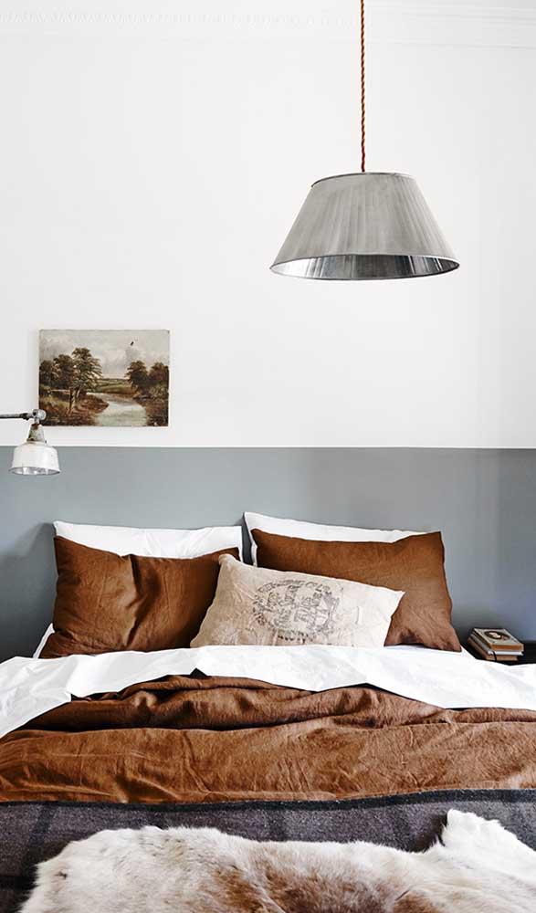 Vale a pena apostar na luminária de teto rústica.
