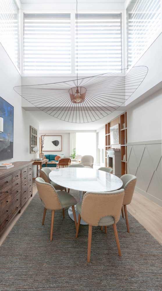 Uau! Que luminária de teto diferente, elegante e moderna!