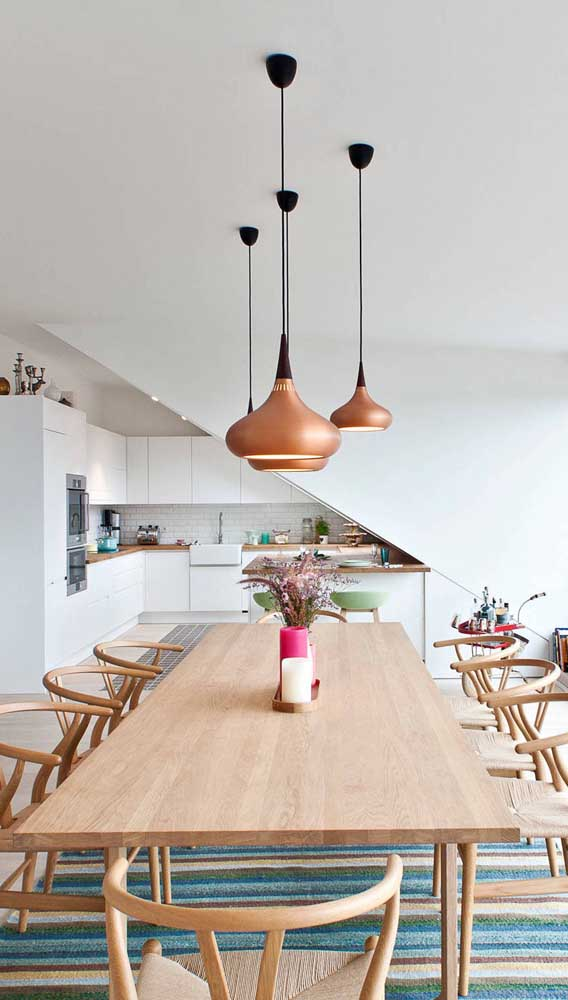 Uma luminária de teto no estilo gênio da lâmpada.