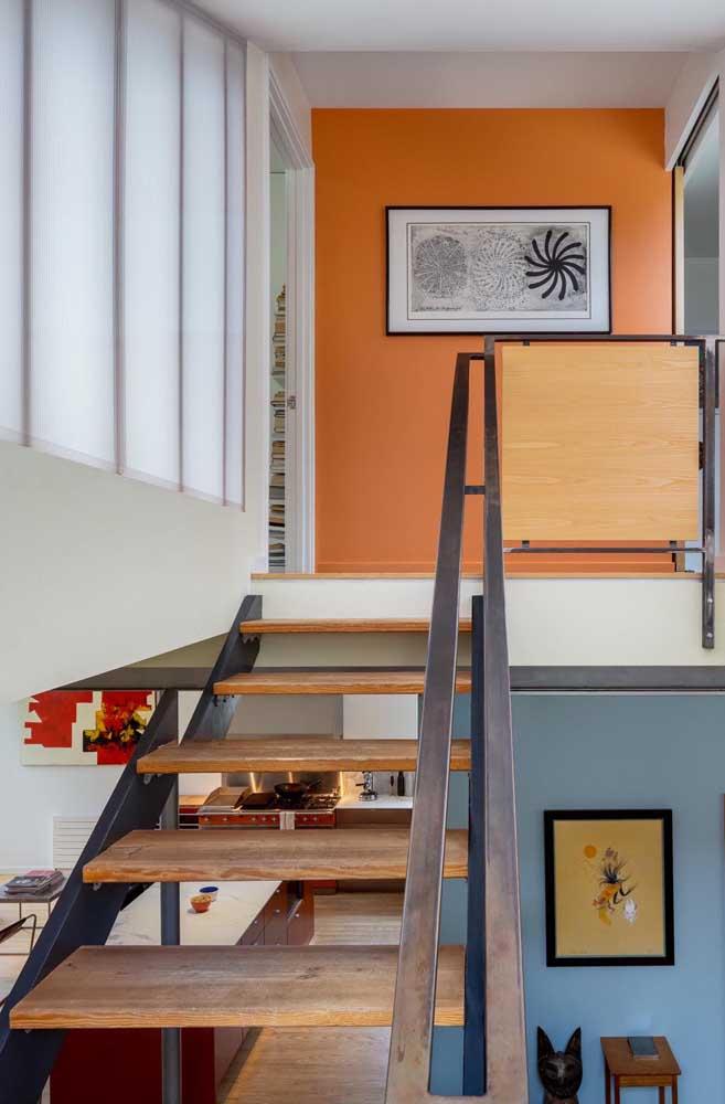 A madeira de demolição é muito usada na construção de escadas.