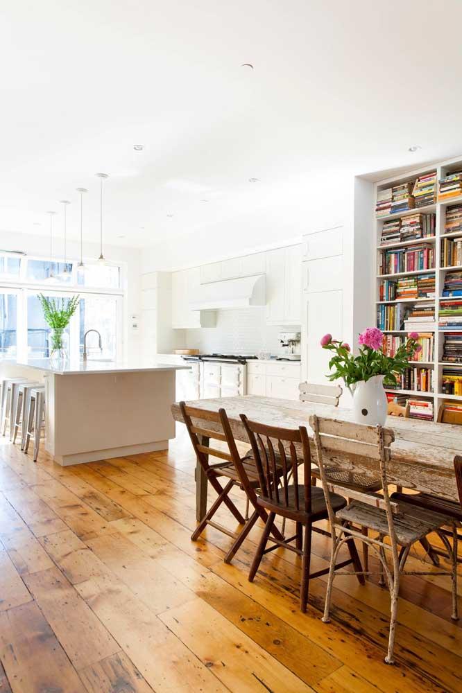 O que acha de fazer um piso de madeira de demolição para sua casa?