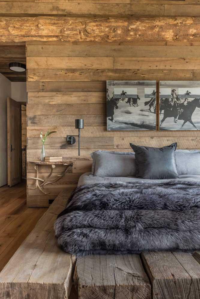Agora se você deseja algo totalmente rústico, você pode usar a madeira de demolição na estrutura da construção da casa.