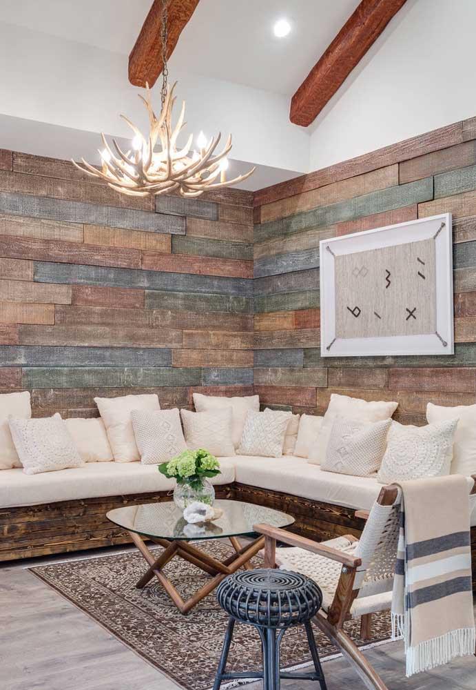 Você pode pintar a madeira para deixar o ambiente mais colorido.