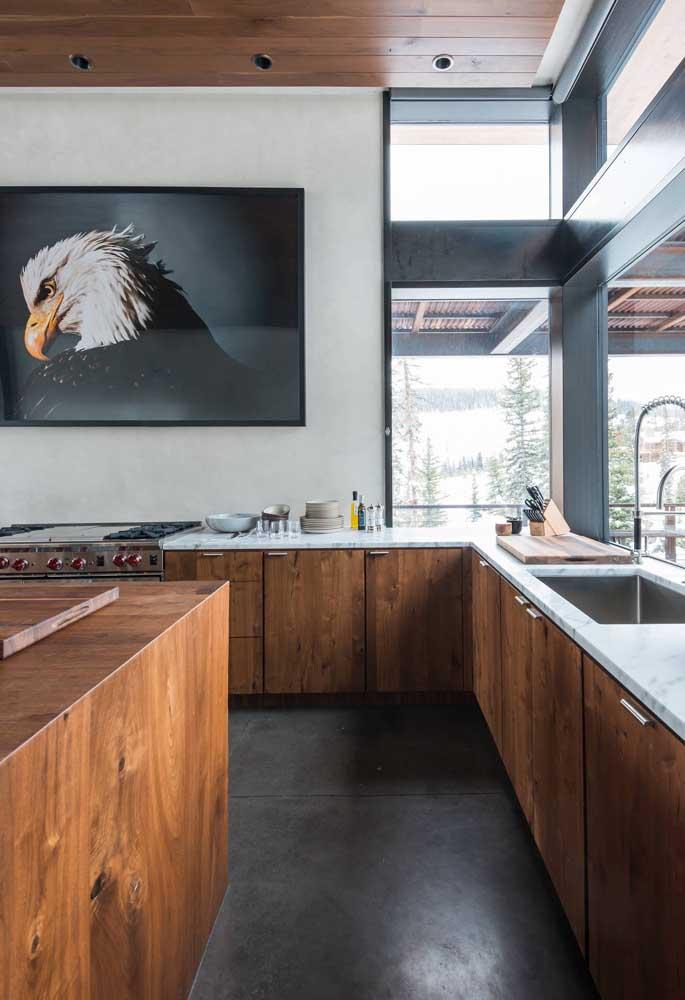 Veja como ficou linda essa cozinha toda feita de madeira.