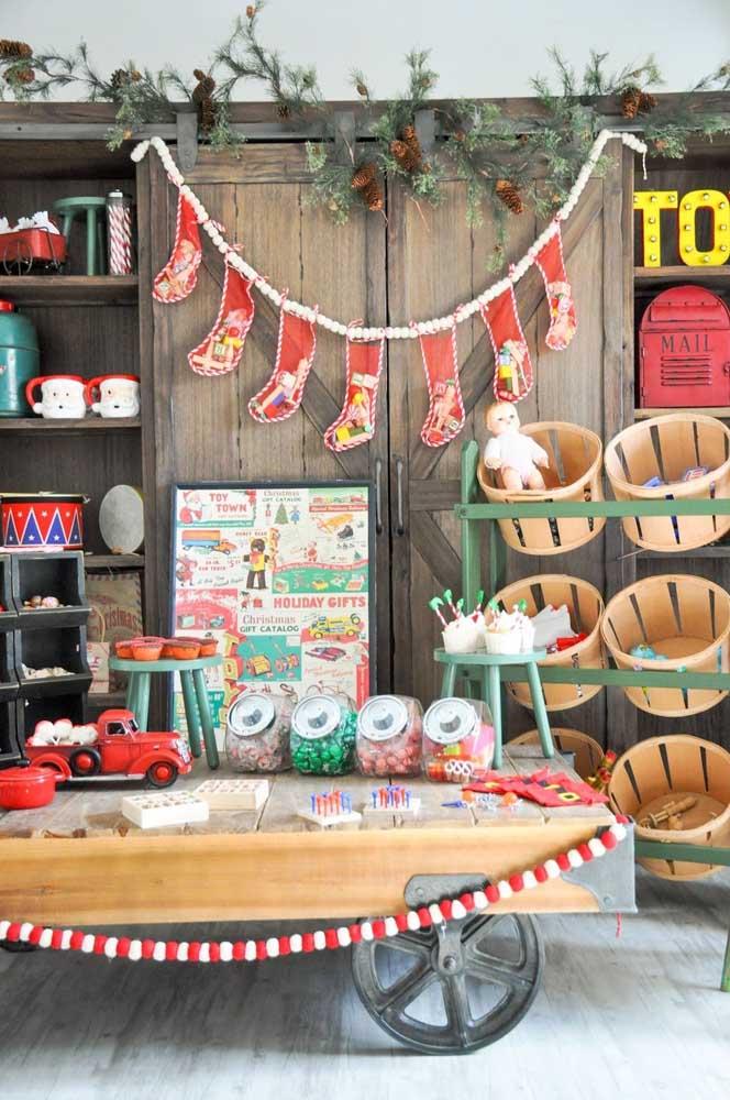 Esse painel de natal artesanal é perfeito para fazer uma decoração linda para sua casa.