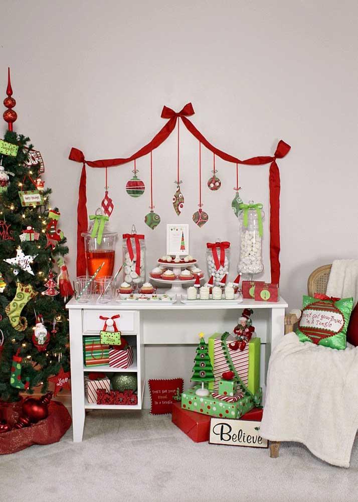 Que tal fazer um cantinho especial para colocar os enfeites de natal?