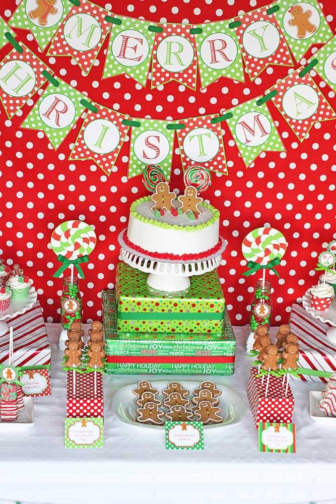 Use as cores principais do natal para fazer um belo painel.