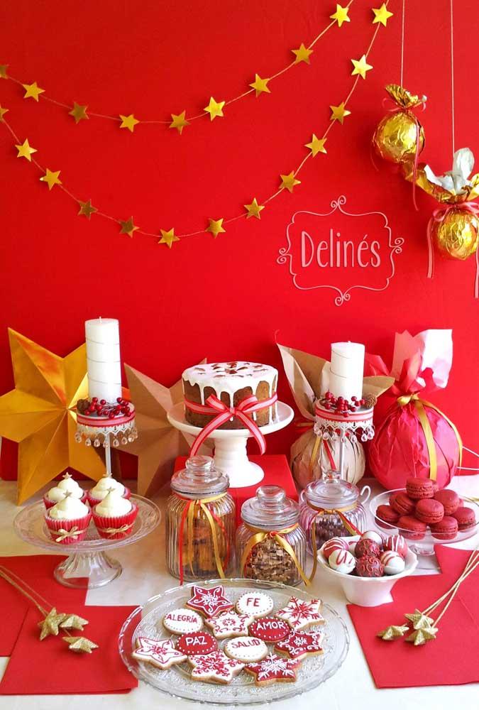 Você pode simplesmente fazer uma parede toda vermelha para a decoração de natal.