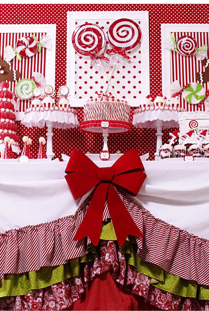 Use e abuse de tecidos nas cores do natal para fazer uma decoração diferenciada.