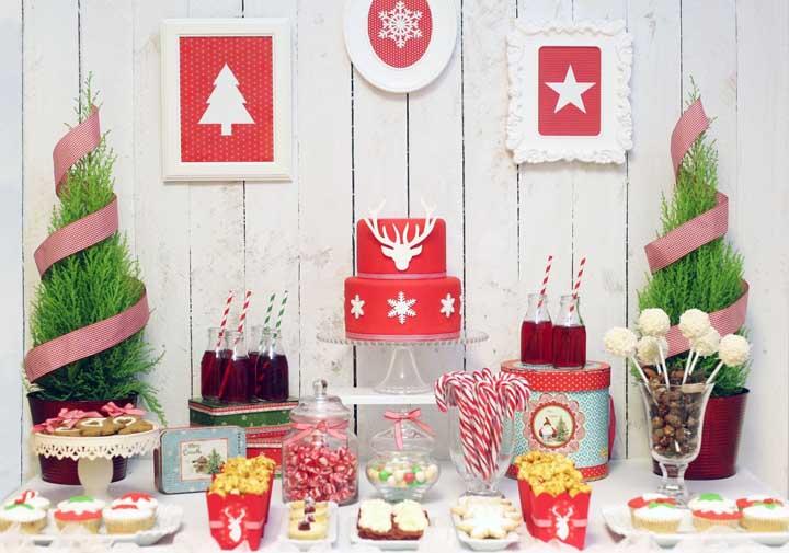 Quadros natalinos podem ser usados como painel de natal, deixando a decoração mais estilosa.