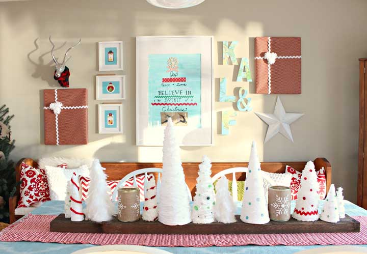 Veja que ideia incrível para fazer painel de natal. Juntar vários quadros temáticos em uma parede só.