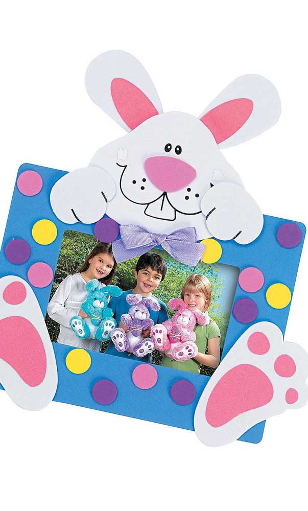Você pode até presentear as crianças com porta retrato de EVA na páscoa.
