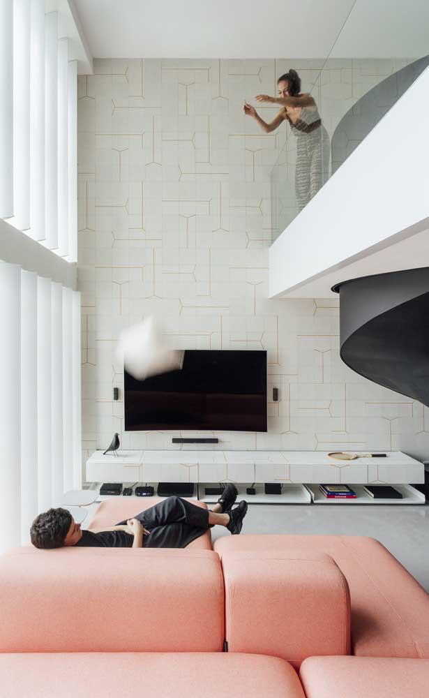 Uma sala de TV moderna e aconchegante faz toda a diferença.