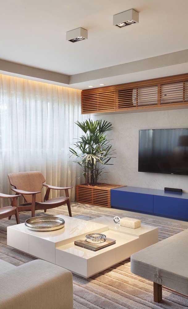 Faça combinações entre os móveis e elementos decorativos.